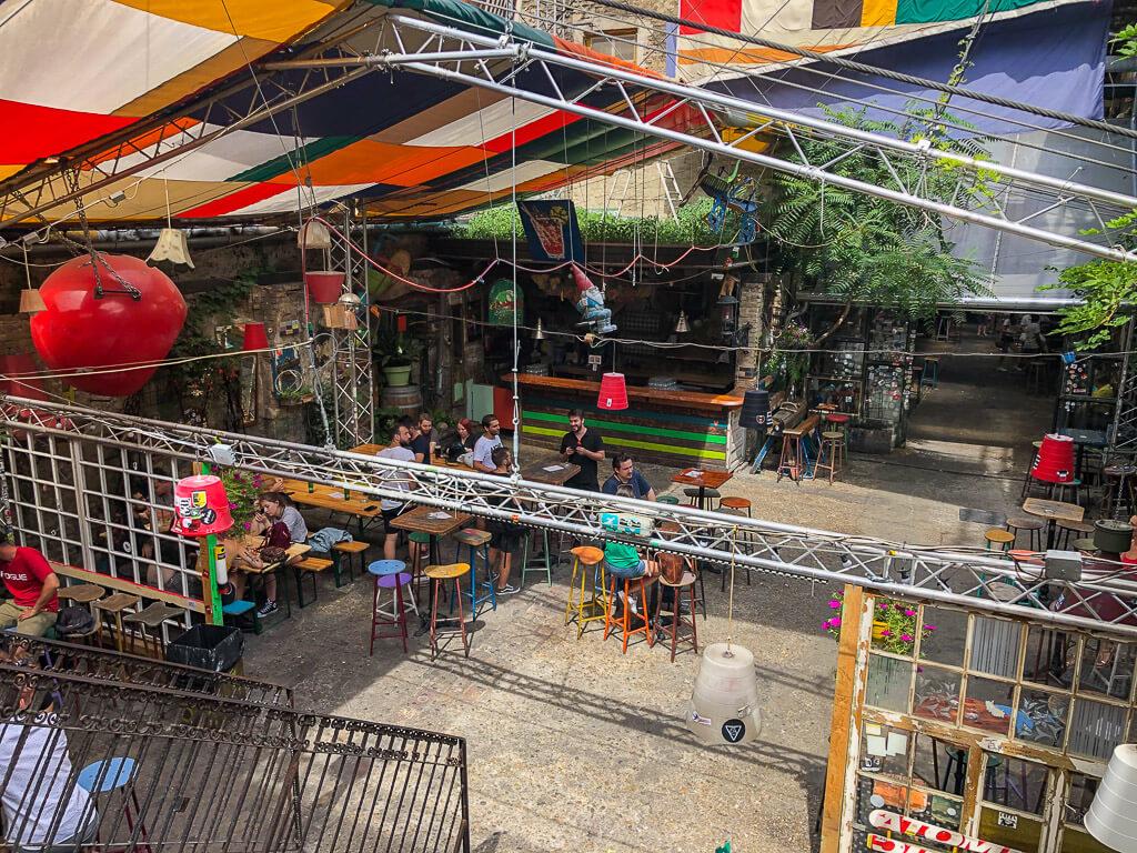 Ruin Bar Courtyard Pano Szimpla Kert