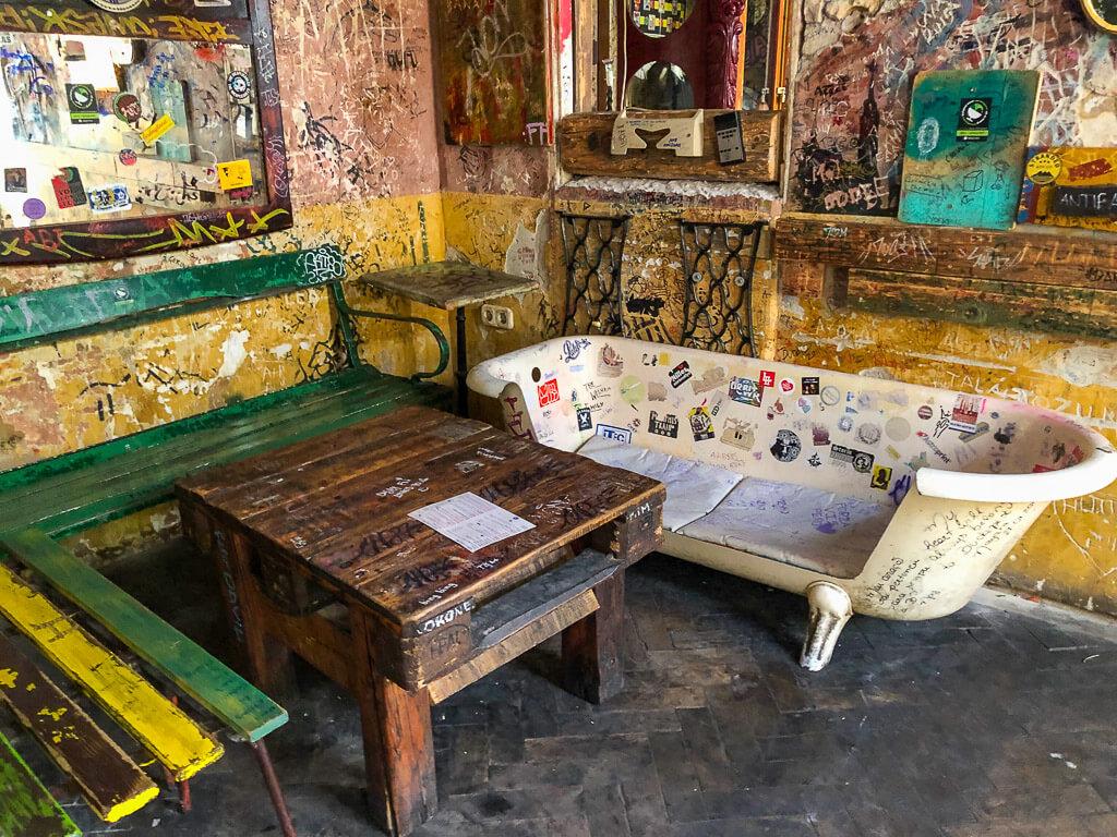 Szimpla Kert Bathtub Ruin Pub furniture