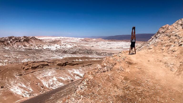 kristen amazing handstand mirador achaches valle de la luna