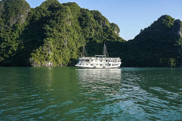 Rosa Cruise ship cheap Halong Bay option close to rocks