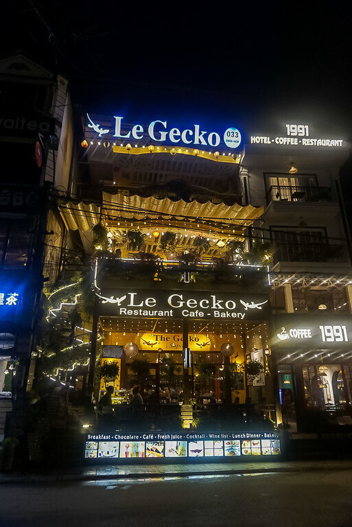 Le Gecko restaurant in sapa vietnam at night lit up