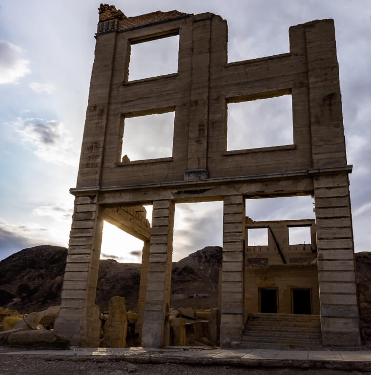 Rundown building rhyolite ghost town Death Valley California one day itinerary