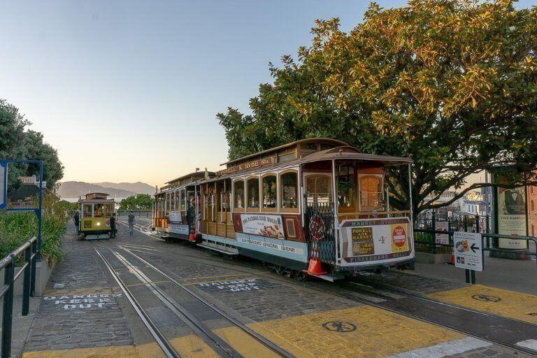 San Francisco Famous Cable Car Beach & Hyde station