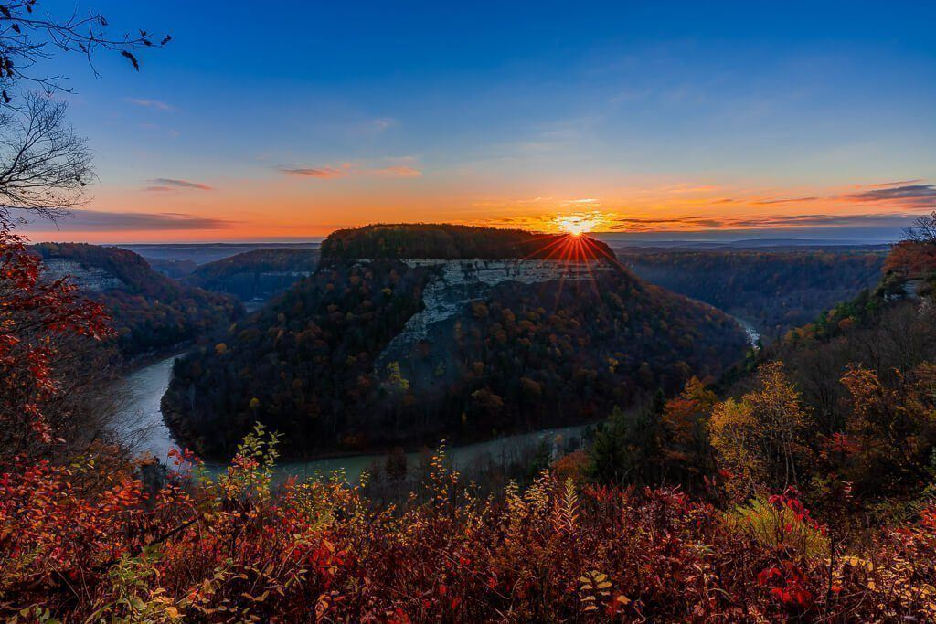 Spectacular sunrise photography at Letchworth State Park New York mind blowing bend in the genesee river at dawn in fall