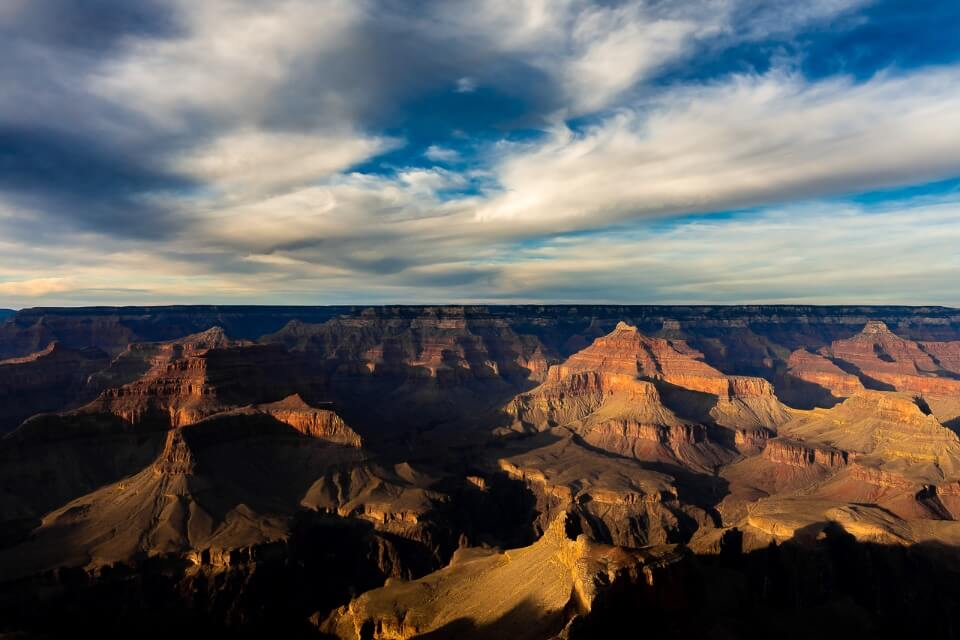 Deep dark shadows cast in the late hours of daylight gorgeous picture of grand canyon national park arizona, usa