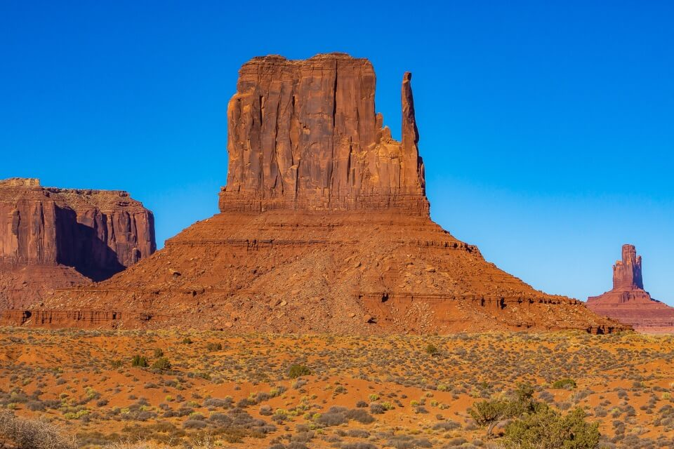 Monument Valley Arizona Huge Towering Buttes Make For Perfect Pictures of America