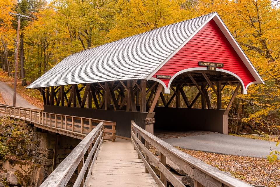Stunning covered bridge in flume gorge trail at franconia notch state park new hampshire