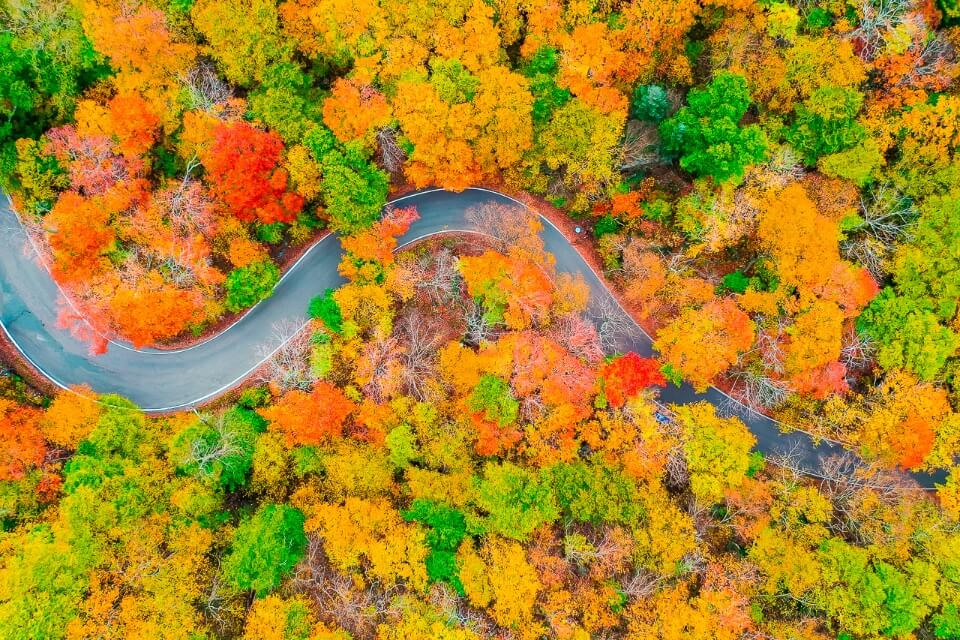 Smugglers notch pass in stowe vermont drone photography in fall colorful foliage stunning pictures of america