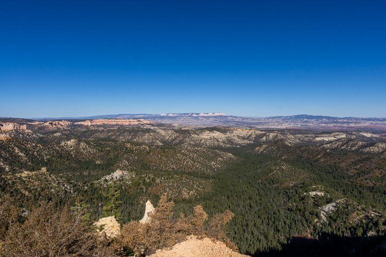 Viewpoint along scenic drive in bryce canyon ideal for photography