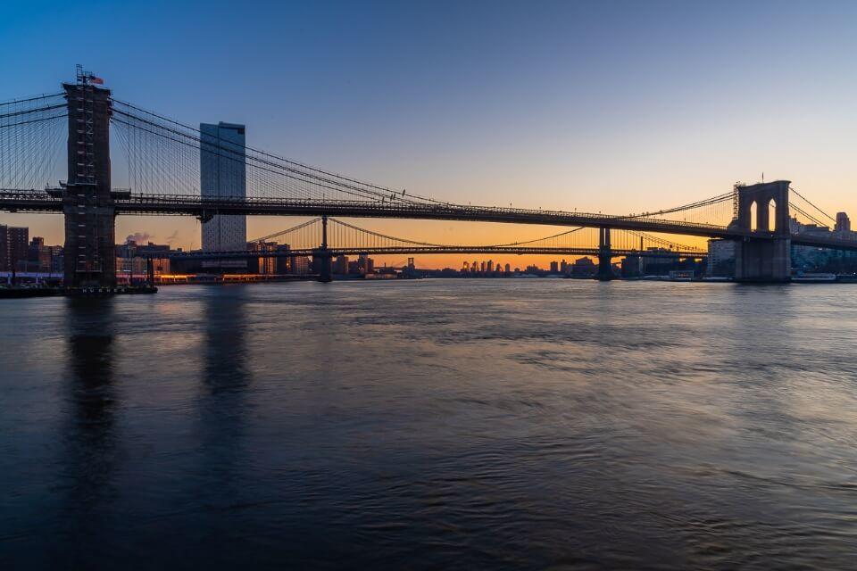 Sunrise over brooklyn bridge and manhattan bridge in new york city