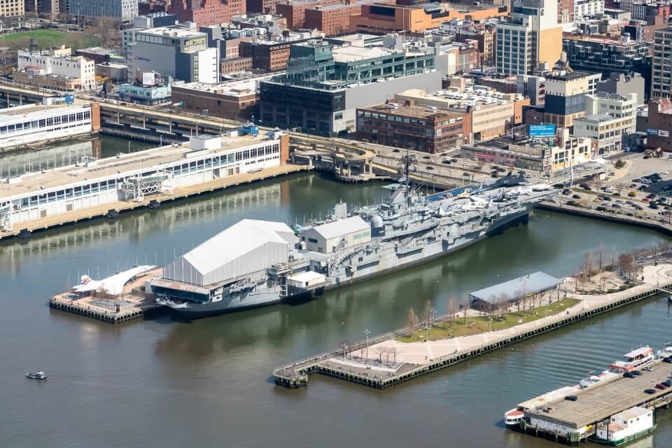 Intrepid sea air and space museum pier 86 manhattan nyc