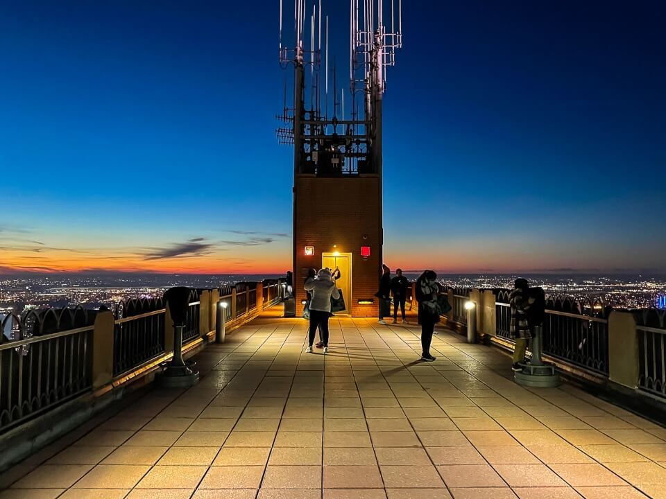 Top of the Rock observation deck is open without barriers unlike the empire state building observation deck in new york city