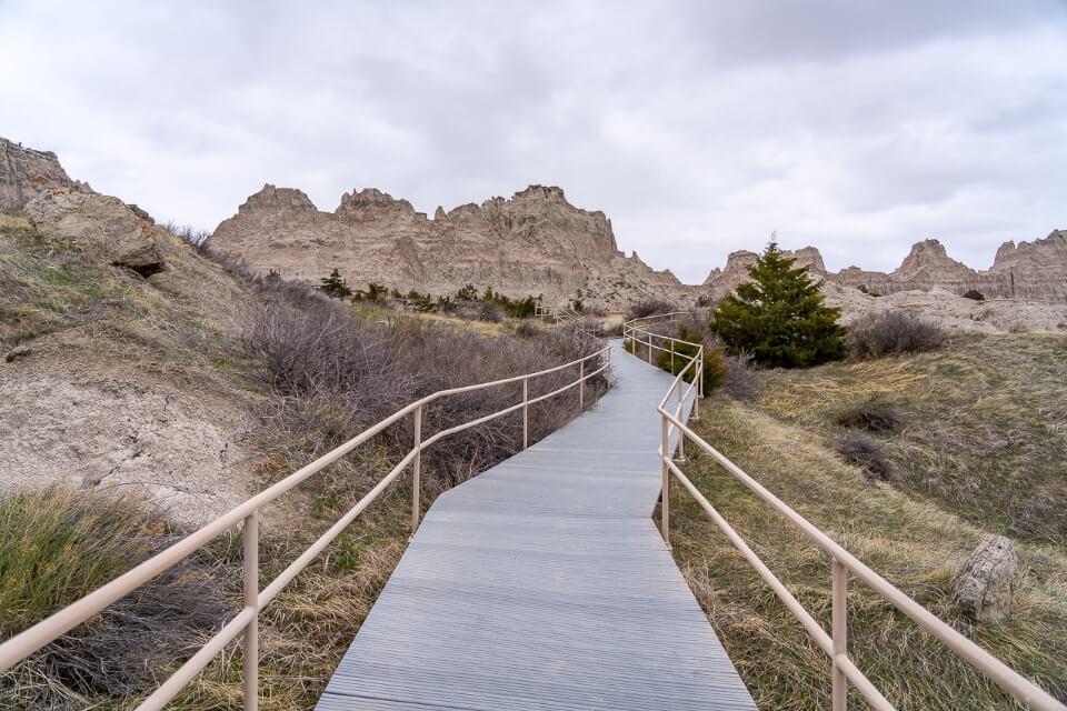 Cliff shelf nature boardwalk into grassland