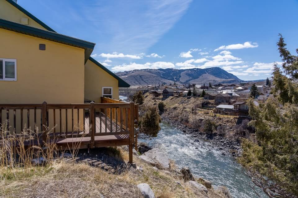 Where to stay on a mount rushmore to yellowstone road trip gardiner MT riverside lodging